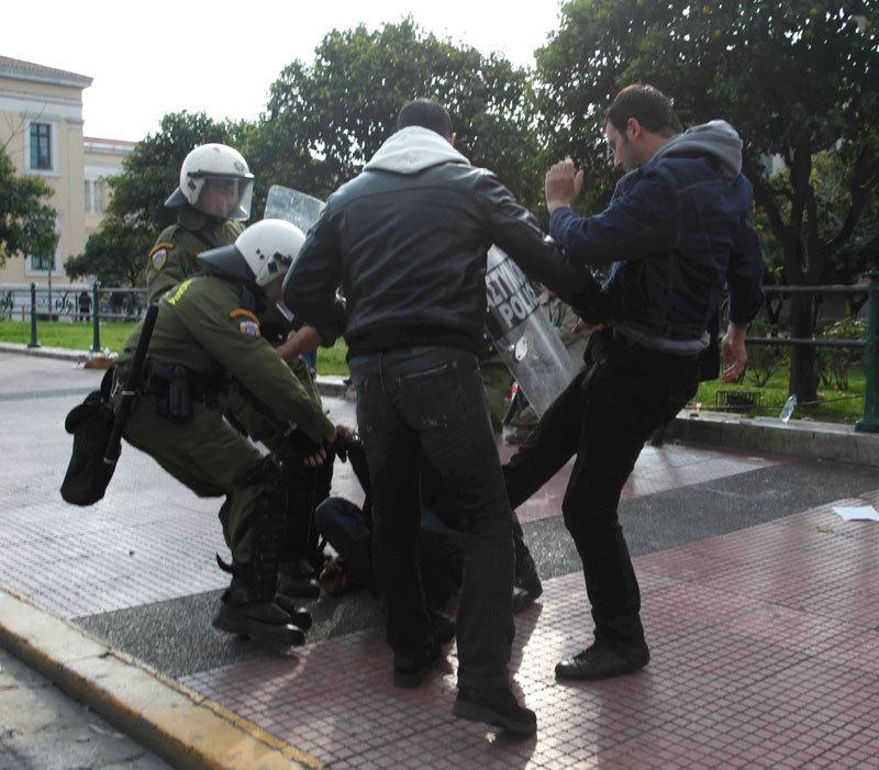fascisti e polizia in grecia 6/12/2009